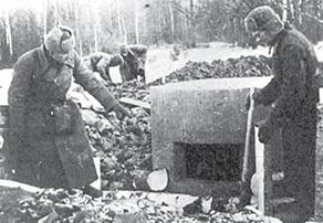 Снимок 1941 года: ополченцы устанавливают железобетонный колпак на подступах к Москве