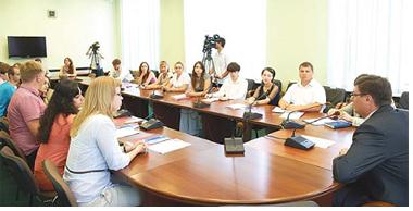 Александр Авдеев рассказал молодежи об успехах  области и города
