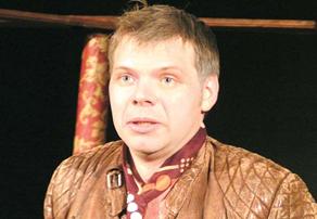Игорь Склизков, директор кинотеатра в Плазе, в спектакле Молодежного театра