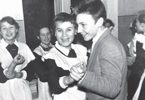 Людмила Яценко (Ланденко)  на школьном вечере. 1961 год