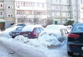 Хаотичная парковка машин — проблема почти  всех обнинских дворов