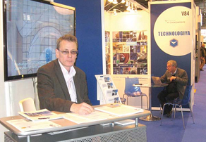 Петр Степанов представляет продукцию Технологии на парижской выставке