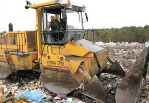 Так уплотняют мусор