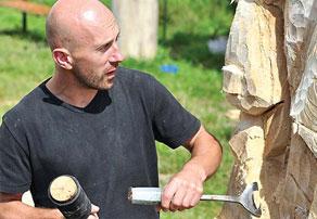 Скульптура под руками мастера оживает