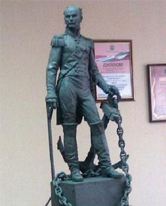 Памятник адмиралу Дмитрию Сенявину