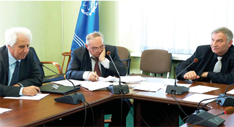 Экс-председатель прежнего состава ГНТС Анатолий Зродников (справа). Кто теперь займет его место?