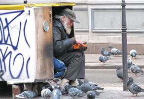 По замыслу авторов нового законопроекта, бездомным надо помогать, а бродяг — наказывать
