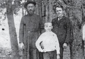 Священник Георгий Троицкий с сыном и учитель Карп Розанов