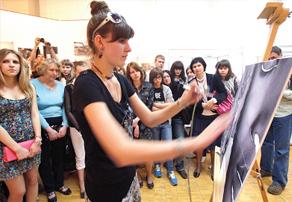 В музее не только выставки проводят, но и учат рисовать