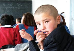 Дети приезжих должны учиться в школах, как это и положено