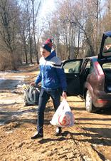 Школьники собрали животным корма и необходимые вещи